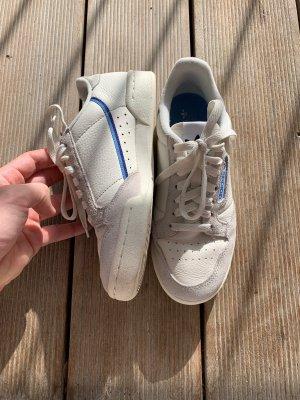 Adidas Originals Sznurowane trampki w kolorze białej wełny-niebieski neonowy
