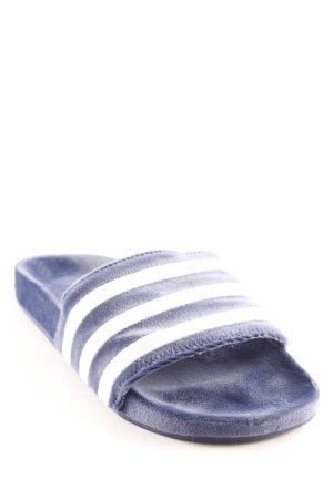 Adidas Sloffen blauw-wit gestreept patroon casual uitstraling
