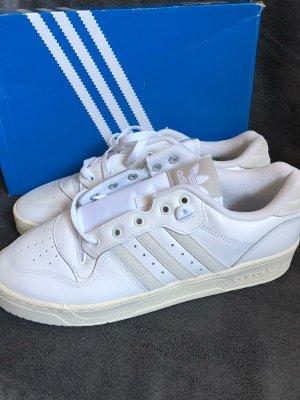 Adidas Rivalry Low Größe 44 2/3