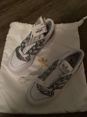 Adidas Sznurowane trampki biały-srebrny