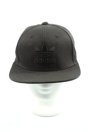 Adidas Gorra de plato negro look casual