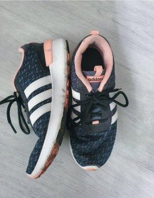 Adidas Schuhe in grau und apricot