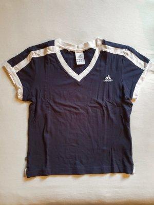 Adidas Shirt mit V-Ausschnitt