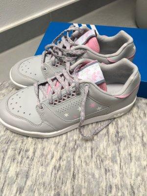 Adidas Slamcourt Sneaker Gr. 36 2/3 grau mit Sternchen