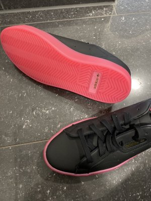Adidas Lace-Up Sneaker black-pink leather