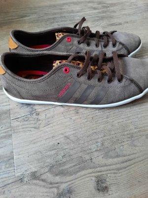 Adidas NEO Basket à lacet brun-brun foncé