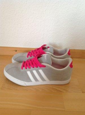 Adidas Sneaker grau mit pink in Größe 38