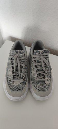 Adidas Sneaker mit hoher Sohle