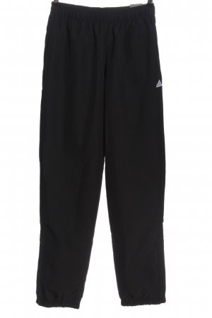 Adidas Trackies black casual look