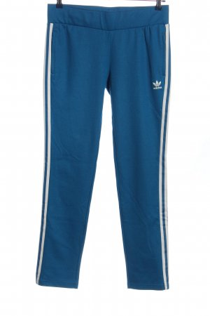 Adidas Trackies blue-white casual look