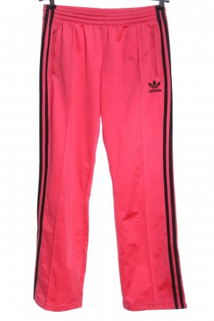 Adidas Trackies pink-black casual look