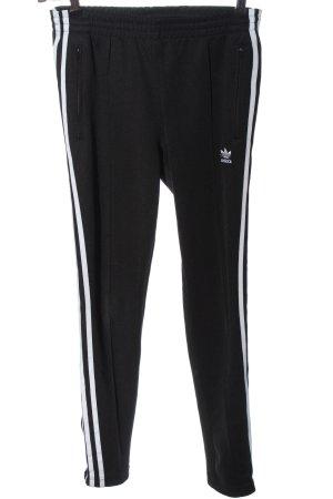 Adidas Trackies black casual look