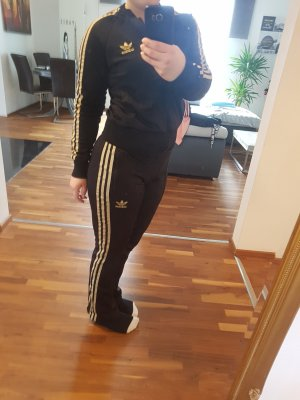Adidas Sporthose und Sportweste