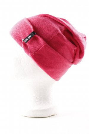 Adidas Sombrero de tela rojo look casual
