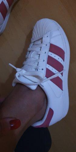 Adidas Originals Sznurowane trampki w kolorze białej wełny-purpurowy Skóra