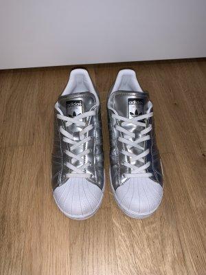 Adidas Superstar in Silber