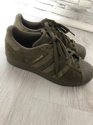 Adidas Sznurowane trampki khaki-oliwkowy