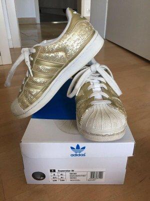 Adidas Superstar mit goldenen Pailletten