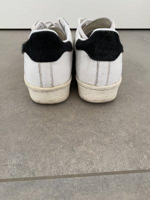 Adidas Superstar mit Ponyfell
