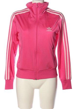 Adidas Suéter rosa letras impresas look casual