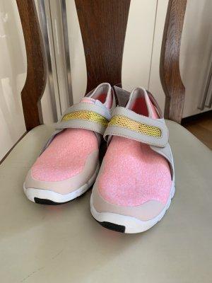 Adidas Turnschuhe * Neu mit Etikett * Gr. 39 1/3