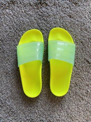 Adidas Sandały plażowe żółty neonowy