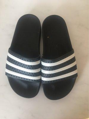 Adidas Sandały plażowe czarny-biały