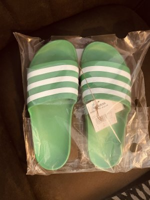 Adidas Sandalias de playa verde-blanco