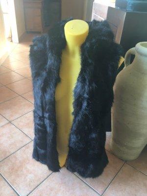 Ärmellose Jacke mit Kapuze aus Kunstpelz
