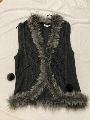 Outfit Gebreid jack met korte mouwen grijs