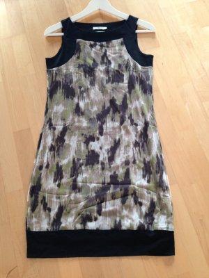 Ärmelloses Kleid mit schönem Muster