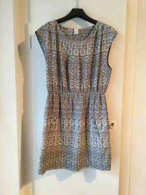 Ärmelloses VILA-Kleid mit leichten Raffungen am Oberteil