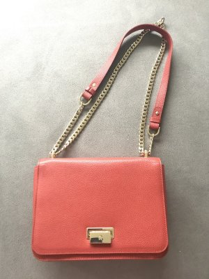 Aigner Lucy