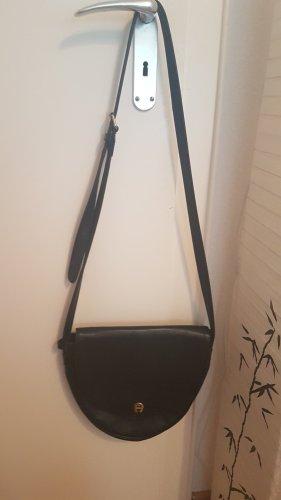 Aigner Tasche in schwarz aus Leder