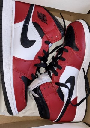 "AIR JORDAN 1 MID CHICAGO ""BLACK TOE"""