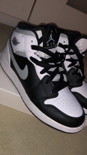 Air Jordan 1 Mid in Größe 36.5