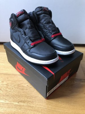 Air Jordan 1 Retro High Black Satin