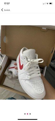 Air Jordan Chaussure skate blanc-rouge
