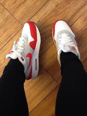 Nike Sneaker con strappi rosso-bianco