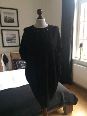 Airfield Kleid in schwarz mit Ziersteinchen am Kragen