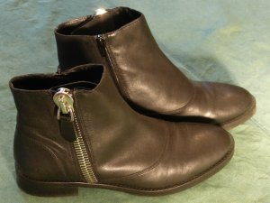 Akira Chelsea Boots black leather