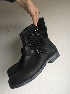 Akira Ankle Boots black