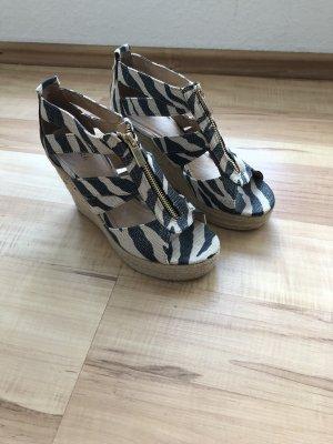 Akira Schuhe mit Keilabsatz