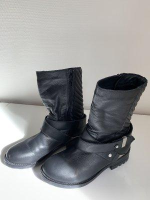 Akira Chukka boot noir