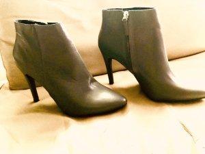 Akira Zipper Booties grey leather