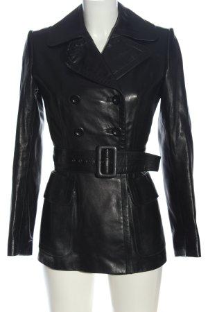 Alaïa Abrigo corto negro look casual