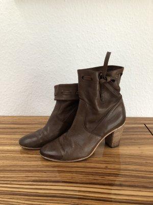 Alberto Fermani Slip-on Booties brown