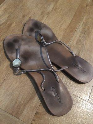 Aldo Flip flop sandalen brons