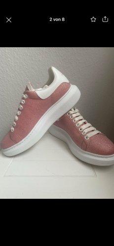 Alexander McQueen Basket à lacet rose