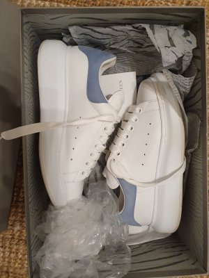 Alexander McQueen Sneaker stringata bianco-azzurro